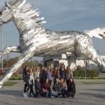 x-bionic sphere sa pýši aj touto krásnou sochou cváľajúceho koňa