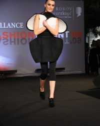 2009-fashion-show-talent-11
