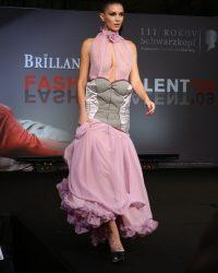 2009-fashion-show-talent-31