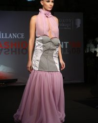 2009-fashion-show-talent-32